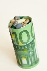 Tabletten in Banknote