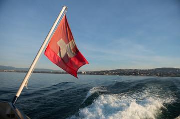 Drapeau Suisse sur le Lac Leman