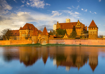 Fotobehang Kasteel Teutonic Castle in Malbork (Marienburg) in Pomerania (Poland)