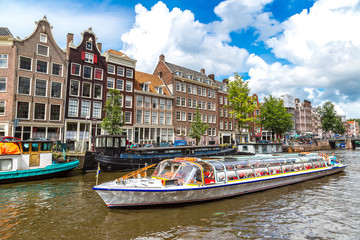 Foto op Plexiglas Amsterdam Amsterdam canals and boats, Holland, Netherlands.