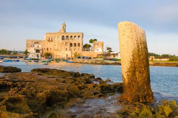 San Vito Abbazia colonna Romana