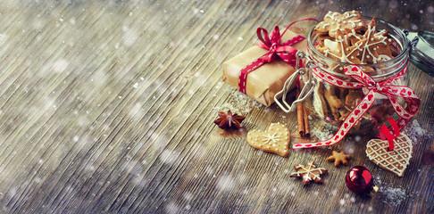 Christmas gingerbread cookies, vintage festive rustic table deco
