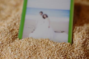 星の砂の上の結婚写真