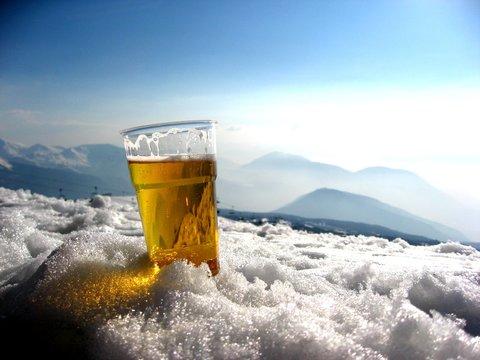 Mittagsbier im Skiurlaub