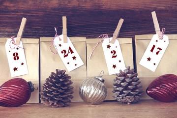 Adventskalender mit weihnachtdekoration