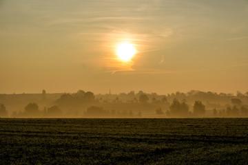 Dämmerung im Herbst Nebel