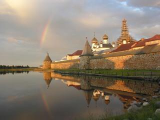 Соловецкий монастырь со стороны Святого озера. Радуга над монастырем.