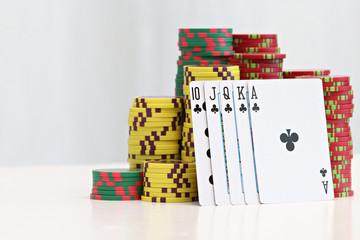 cartes à jouer et jetons de poker