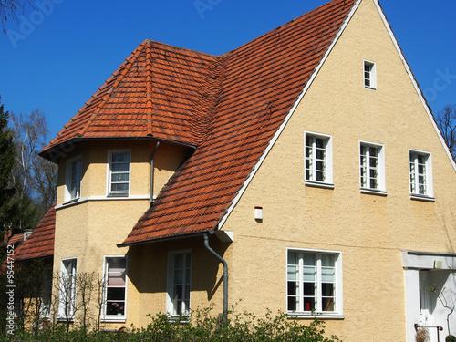 Vorort Einfamilienhaus 30er Jahre Stockfotos Und