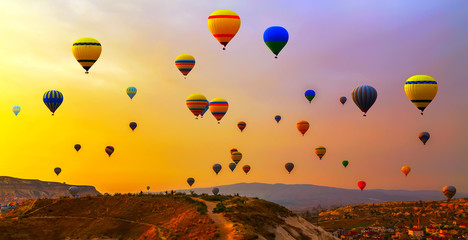 Poster Ballon Hot air balloon flying mountain valley Göreme National Park and the Rock Sites of Cappadocia Turkey