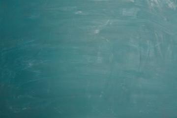 Blanko Tafel mit Kreide und Strich