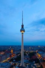 Fotobehang Berlijn Fernsehturm am Abend