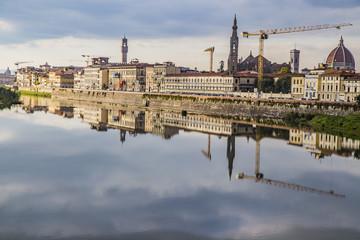 firenze lungarno fiume specchio specchiato