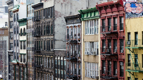 Fototapete Colorful Buildings Line a Block in Chinatown, New York City