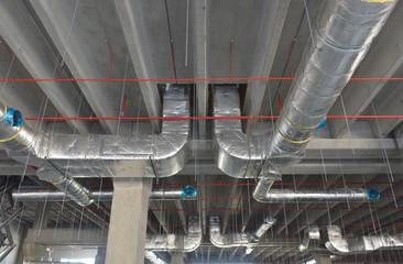 Impianto di condizionamento e ventilazione in edificio industriale