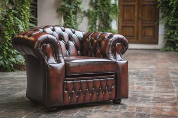 Fototapeta skórzany fotel w pięknym wnętrzu obraz
