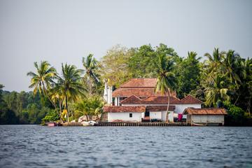 рыбацкая хижина на берегу в Шри-Ланке