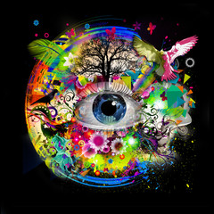 Человеческий глаз на творческом фоне с цветками