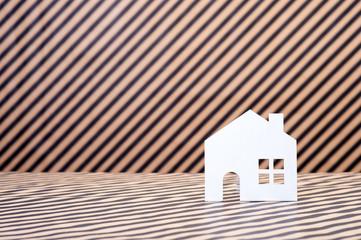 家のシルエット,ストライプの背景
