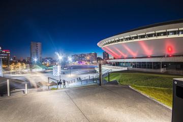 Obraz Nocny widok Międzynarodowego Centrum Konferencyjnego w Katowicach - fototapety do salonu