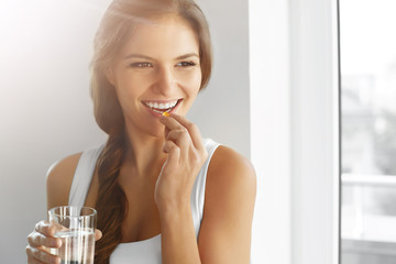 Fototapeta Healthy Diet. Nutrition. Vitamins. Healthy Eating, Lifestyle. Woman With Fish Oil Capsules. obraz