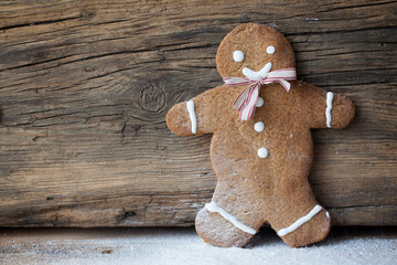 Gingerbread man, people on wood, suitable snow and winter