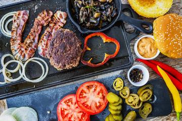 Hamburger, homemade hamburger, bacon and grilled vegetables