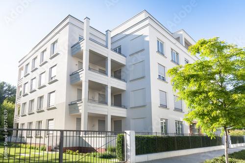Modernes wohnhaus in berlin deutschland stockfotos und for Modernes wohnhaus