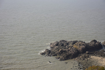 바닷가 돌 섬 방파제