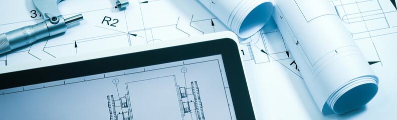 Maschinenbau - Konstruktion, Zeichnungsrollen und Tablet-PC, Banner Format
