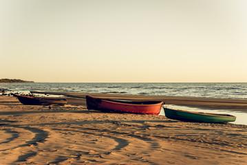Лодки на берегу Балтийского моря