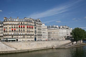 Paris, Seine embankment viewed from Île Saint-Louis