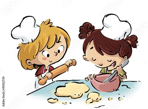 Niños En La Cocina Cocinando Fotos De Archivo E Imágenes Libres De