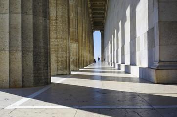 Im Tempel der Säulen - Ein Foto von einem Foto