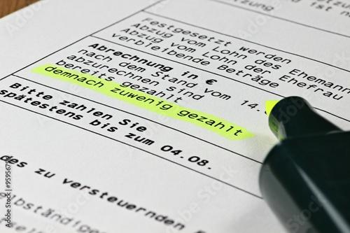 Steuerbescheid Mit Angemarkerter Nachforderung Stockfotos Und