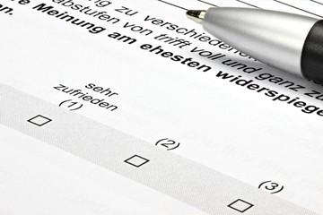 Fragebogen mit Zufriedenheitsskala