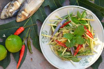 papaya salad with dry fish