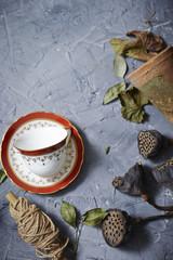 ティーカップと蓮の実