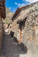 Photo sur Aluminium One of ancient alleys of Ollantaytambo village, Sacred Valley of Incas, Peru