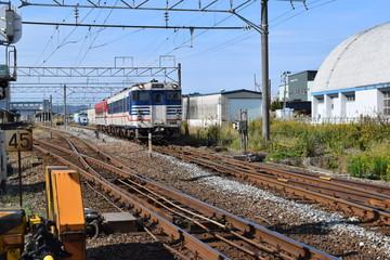 線路(鶴岡駅近く)/山形県の庄内地方で羽越本線の線路(単線)を撮影したローカルイメージの写真です。JR鶴岡駅近くで撮影した写真になります。