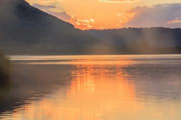 Alba al lago di Vico: la nebbia