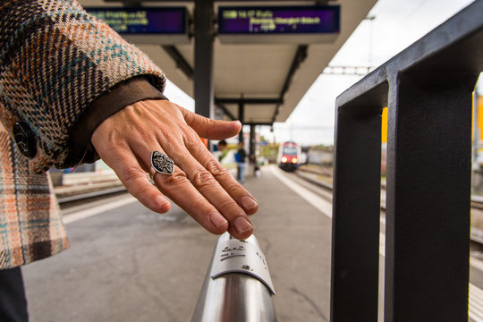 Braille writing on train platforms helps to navigate