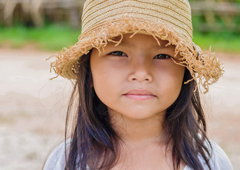 little girl and hat