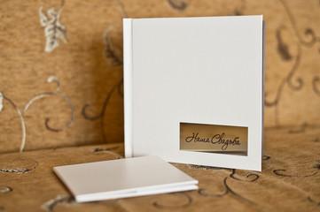 A photo album with the wedding photos 4223.
