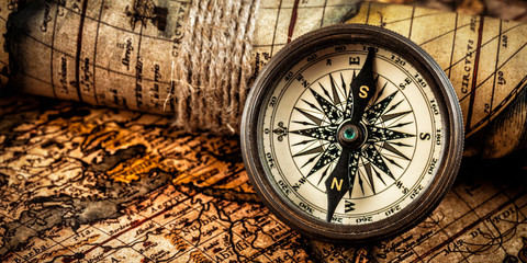 Spoed Fotobehang Wereldkaart Old vintage compass on ancient map