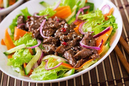 Salad with beef teriyaki