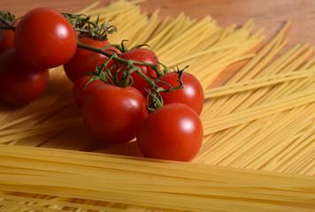 pasta spaghetti paste pomodorini pomodori penne italia