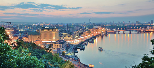 Foto auf Leinwand Kiew Panorama at night Kiev with the arch of Friendship of Peoples. Ukraine.