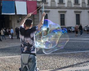 street artist creates soap bubbles