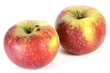 Äpfel der Sorte Ingrid Marie isoliert auf weißem Hintergrund